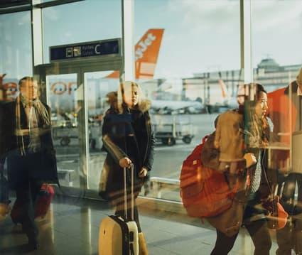 Tarjeta Sanitaria Europea si vas a viajar.